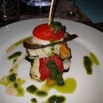 Millefoglie di pesce con verdure grigliate.