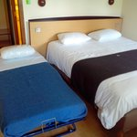 Chambre avec lit double et lit supplémentaire