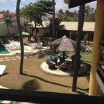 vista do jardim ao lado da piscina
