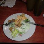 Zelfgemaakte salade van buffet