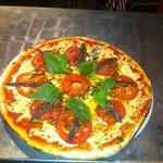 Pizza semaine...Tomates fraîche, anchois et basilic