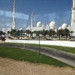 Reaching the Mosque Of Abu Dhabi: beautiful site!