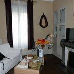 Sala do nosso apartamento; a mesa de centro transforma-se numa mesa para refeição