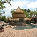 outdoor guest facilities / bar & poolside cabanas