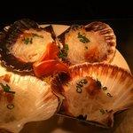 Steam queen scallops with fresh garlic