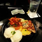 Sizzling shrimp and chicken with mashed potatoes