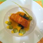 Salmone con crema di avocado e arancia