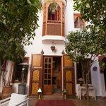 situé dans un quartier calme de la médina de Marrakech