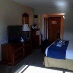 Room, queen single