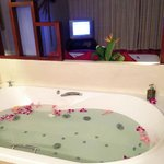 our very own jacuzzi inside our lovely room!!