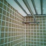 Die Dusche rostet vor sich. The shower rust