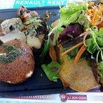foie gras poele avec mozzarella buffala panée en salade