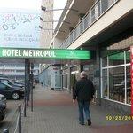 中央駅からポロニア・パレスホテルの裏側になる。
