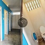 Shared toilets & bath cubicles - clean, well-maintained and in sufficient quantities