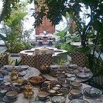 Petit déjeuner, vue sur la cour