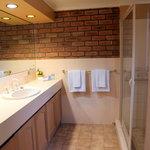 Delux Room - Bathroom