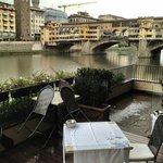 Terraza del Hotel con vistas al Ponte Vecchio