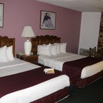 Room with 2 queen beds