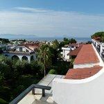 A droite, la Baie de Naples et l'Île de Capri