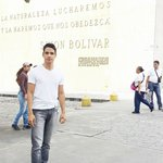 De frente para o museo onde há uma bonita frase que Simon bolivar sizia