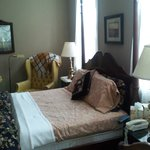 Withington Room w/queen bed, shared bath