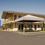 ‪Americas Best Value Inn & Suites Petaluma‬