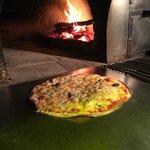 pizza au feu de bois a la pate tres fine