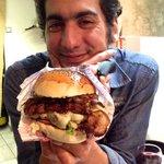 L'Ultimate Burger; si imposant qu'il en cacherait son créateur !