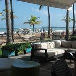outdoor loung & bar area