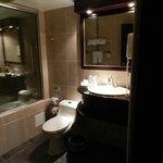 nice bathroom - useless jacuzzi tub