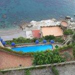 la piscina e la spiaggia privata