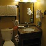 King suite - bathroom.