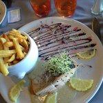 Un plat de saumon très joliment présenter malgres que je ne mange pas de légumes !! Saveurs exqu