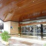 На входе в отель Aquarium Hotel