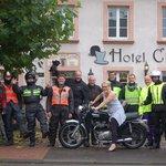 Mevrouw U. Weller en de motards