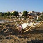 окрестности: гамаки на пляже