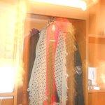 Porte manteaux avec cintres