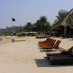 пляж с былым песком