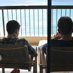 ラナイで日陰からビーチを眺めるなんて贅沢!