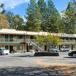 Columbia Inn Motel - Room 29 is far left ground floor