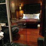 porte des toilettes transparente