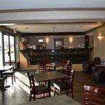 Lobby & Breakfast Area