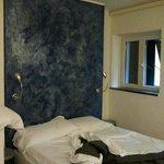 appartamento Limoncino,il letto semplice e romantico,al mattino la luce del sole ti accarezza il