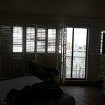 Habitacion del hotel... super ventanal que da al hermoso mar