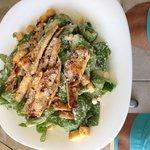César salad - esta deliciosa, abundante me encanto !!!