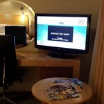Holiday Inn Ariel - Oversized TV