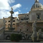 fontana e chiesa