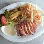 magret de canard avec sauces aux choix et frites maison plat très bon