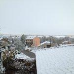 Vistas desde la hab, todo nevado, pero los accesos limpios
