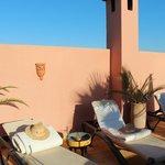 thé au soleil sur la terrasse